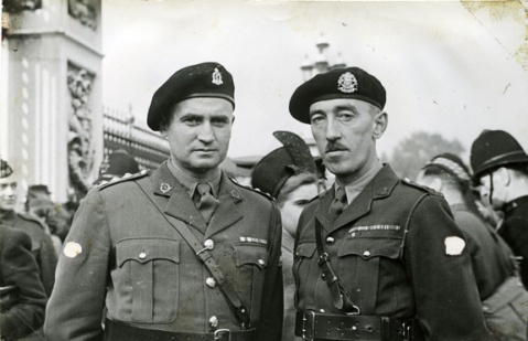 Doc Alexander and Lt.-Col. John Begg. Alexander family collection.