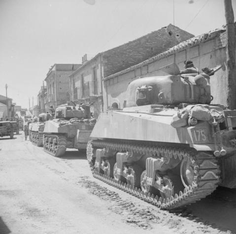 Sherman tanks in Reggio, 3 September 1943. © IWM (NA 6490)