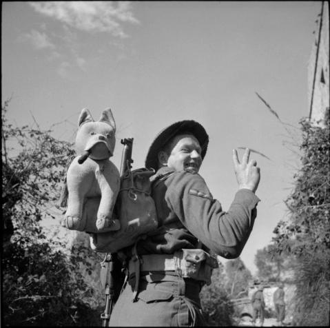 L/Cpl J Leigh of the Seaforth Highlanders has carried his mascot, 'Churchill', throughout the Italian campaign, 7 February 1944. © IWM (NA 11797)