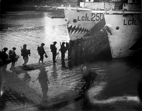Troops from Highland Light Infantry and the West Nova Scotia Highlanders  boarding in preparation for D-Day June 4, 1944 Photographer: Gilbert Milne Library and Archives Canada Gilbert Milne 2165