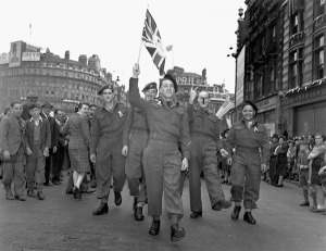 Canadian soldiers celebrating V-E Day, Piccadilly Circus, London, England, 8 May 1945. Library Archives Canada.